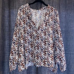 Tops - Abound crop top with beautiful floral pattern 🌸